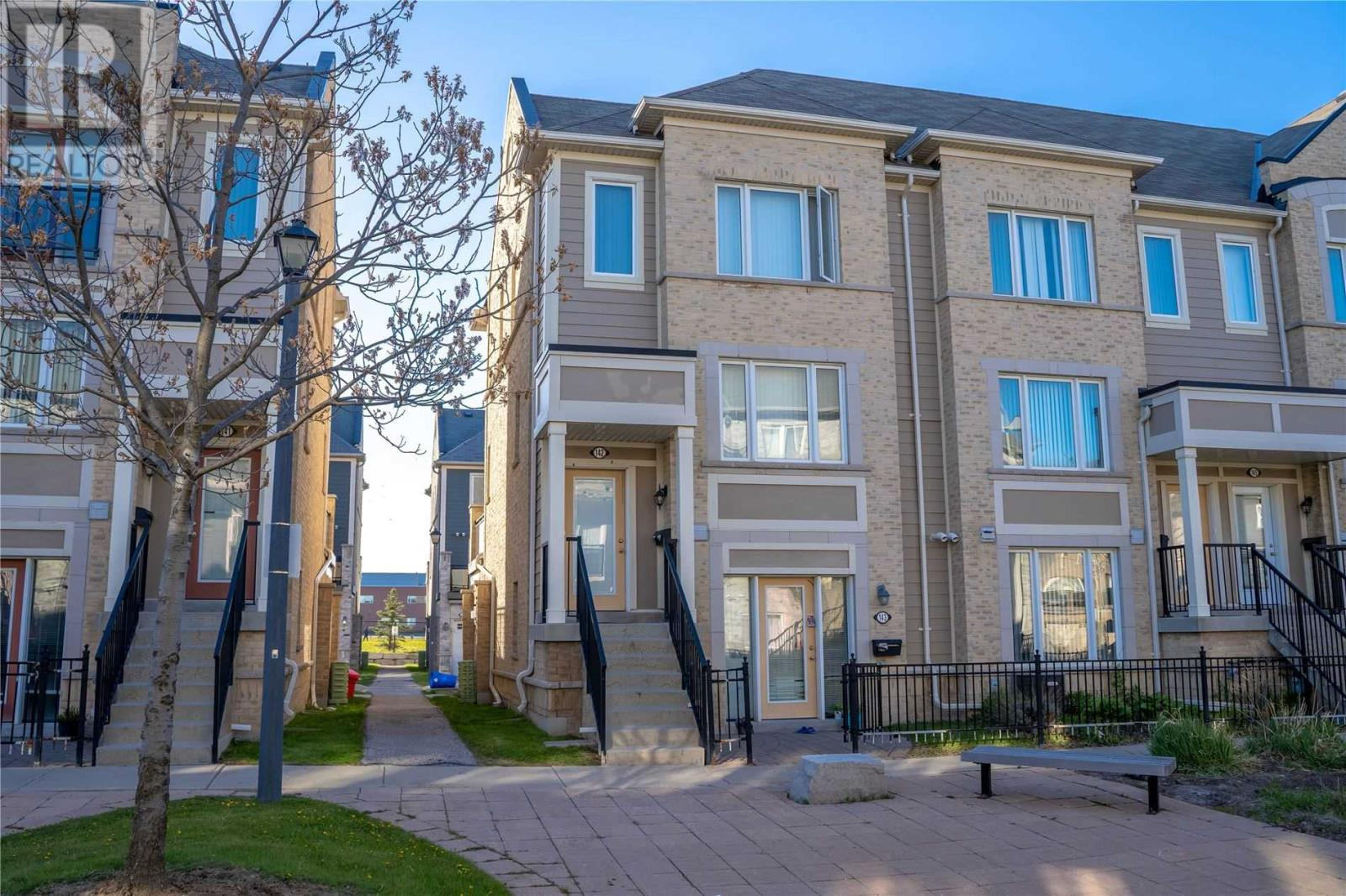 #142 -60 Fairwood Circ, Brampton, Ontario  L6R 0Y6 - Photo 1 - W5251208